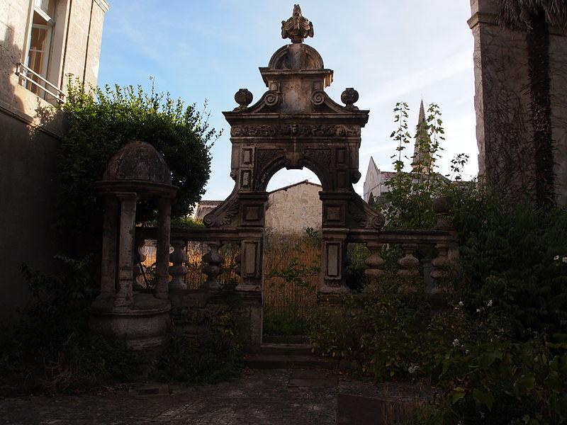 Photo du Monument Historique Clinique Sainte-Marthe situé à Angoulême