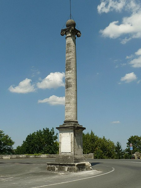 Photo du Monument Historique Colonne de la duchesse d'Angoulême situé à Angoulême