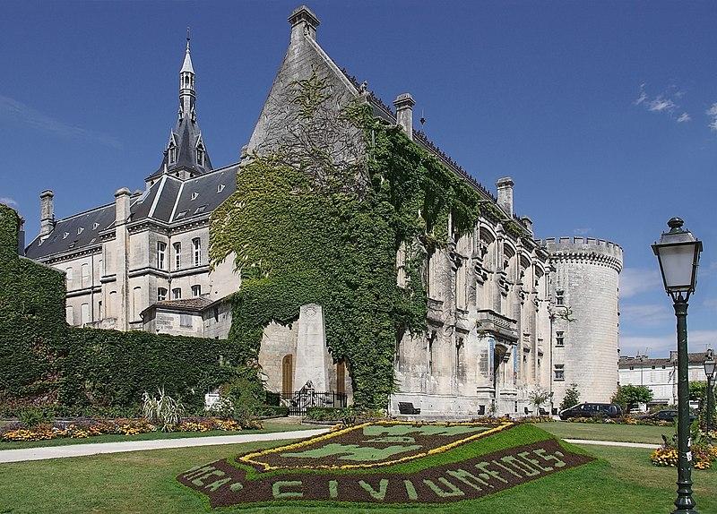 Photo du Monument Historique Hôtel de ville situé à Angoulême