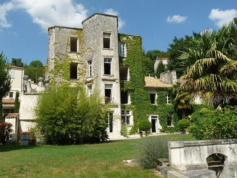 Photo du Monument Historique Logis de la Tourgarnier situé à Angoulême