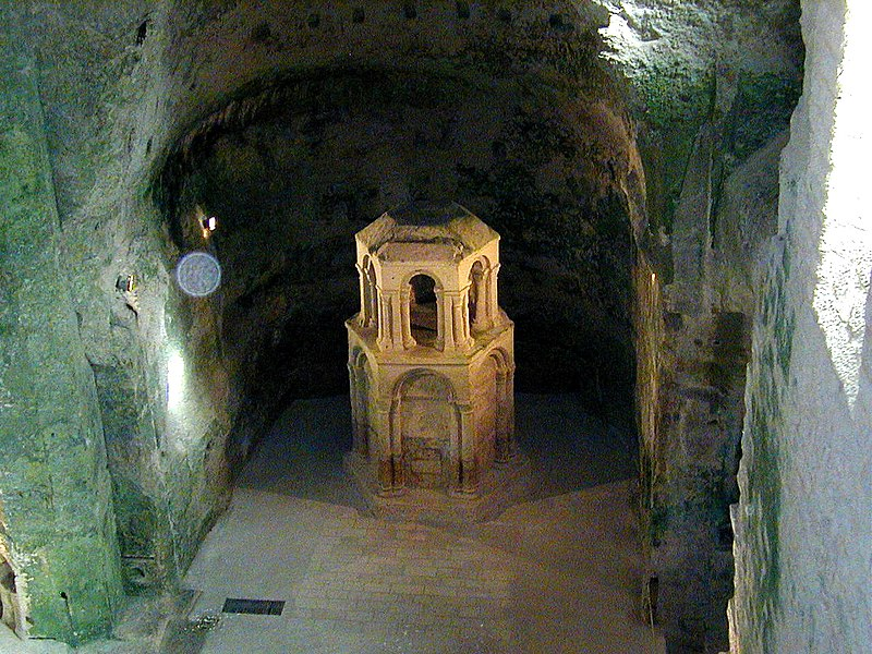 Photo du Monument Historique Eglise souterraine monolithe Saint-Jean situé à Aubeterre-sur-Dronne