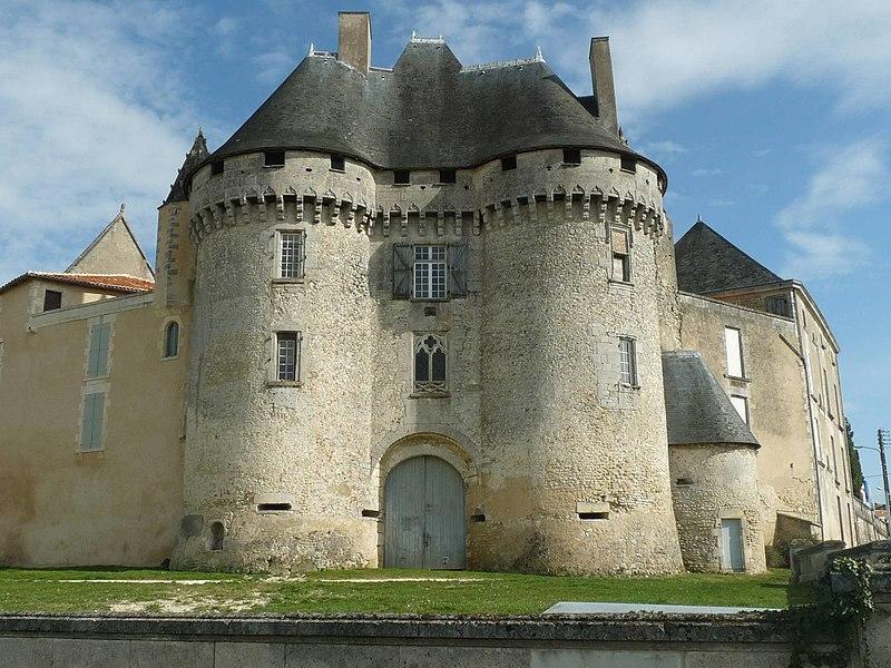 Photo du Monument Historique Château de Barbezieux situé à Barbezieux-Saint-Hilaire