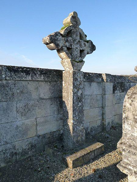 Photo du Monument Historique Croix de l'ancien cimetière situé à Barret