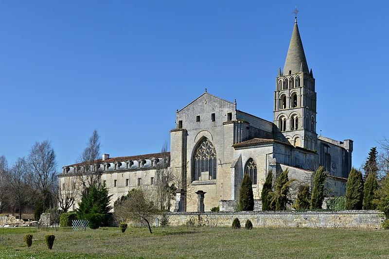 Photo du Monument Historique Ancienne abbaye Saint-Etienne situé à Bassac