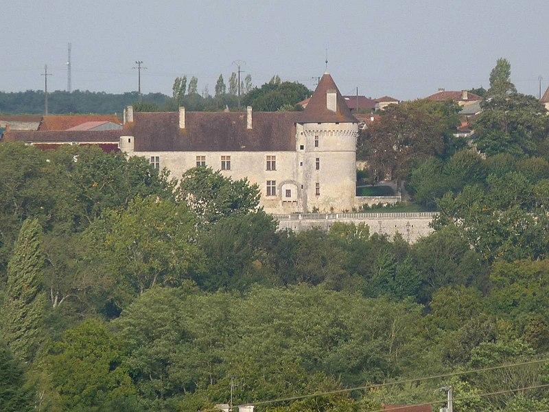 Photo du Monument Historique Château de Bayers situé à Bayers