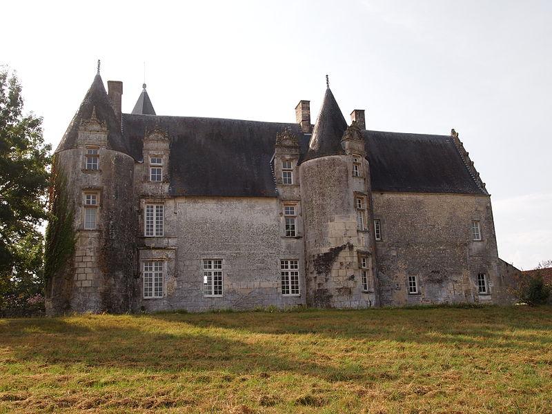 Photo du Monument Historique Château du Breuil situé à Bonneuil