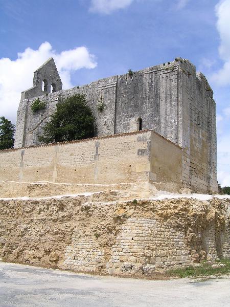 Photo du Monument Historique Chapelle Saint-Marmet situé à Boutiers-Saint-Trojan