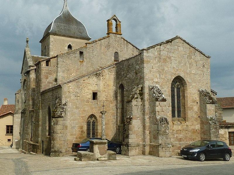 Photo du Monument Historique Eglise Saint-Martial situé à Brigueuil