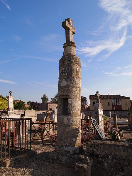 Photo du Monument Historique Lanterne des morts situé à Brigueuil
