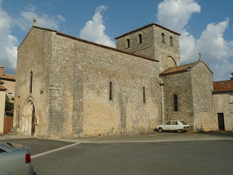 Photo du Monument Historique Eglise Saint-Symphorien situé à Bunzac