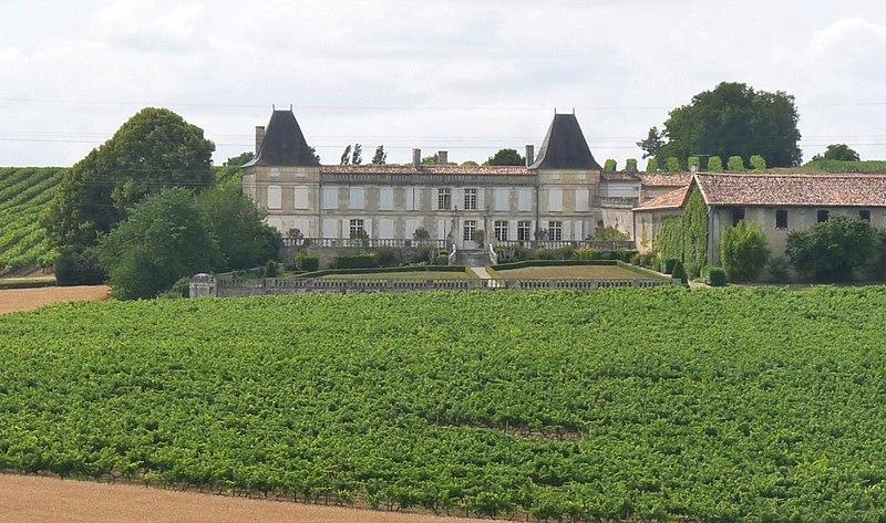 Photo du Monument Historique Château de la Chapelle situé à Champmillon
