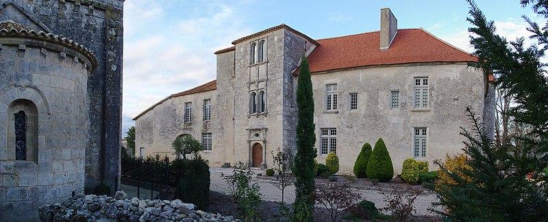 Photo du Monument Historique Ancien prieuré situé à Charmant