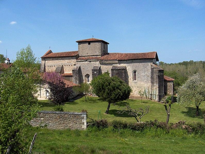 Photo du Monument Historique Eglise Notre-Dame et Saint-Pierre de Cherves situé à Cherves-Châtelars