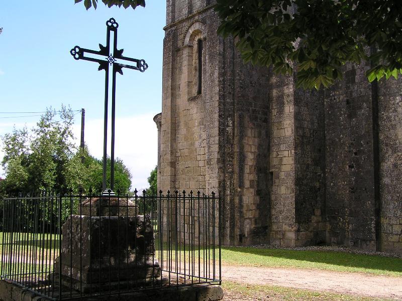 Photo du Monument Historique Croix situé à Cherves-Richemont