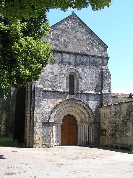 Photo du Monument Historique Eglise Saint-Vivien situé à Cherves-Richemont