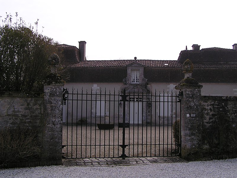 Photo du Monument Historique Logis de Saint-Rémy situé à Cherves-Richemont