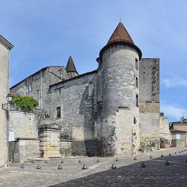 Photo du Monument Historique Château de François-Ier situé à Cognac