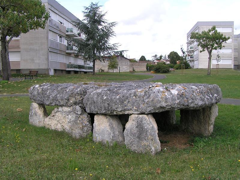 Photo du Monument Historique Dolmen de Séchebec situé à Cognac