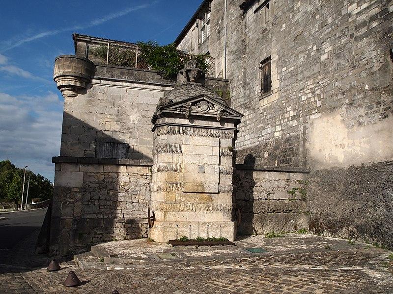 Photo du Monument Historique Fontaine dite de François-Ier situé à Cognac
