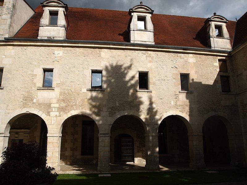 Photo du Monument Historique Ancien prieuré Saint-Léger situé à Cognac