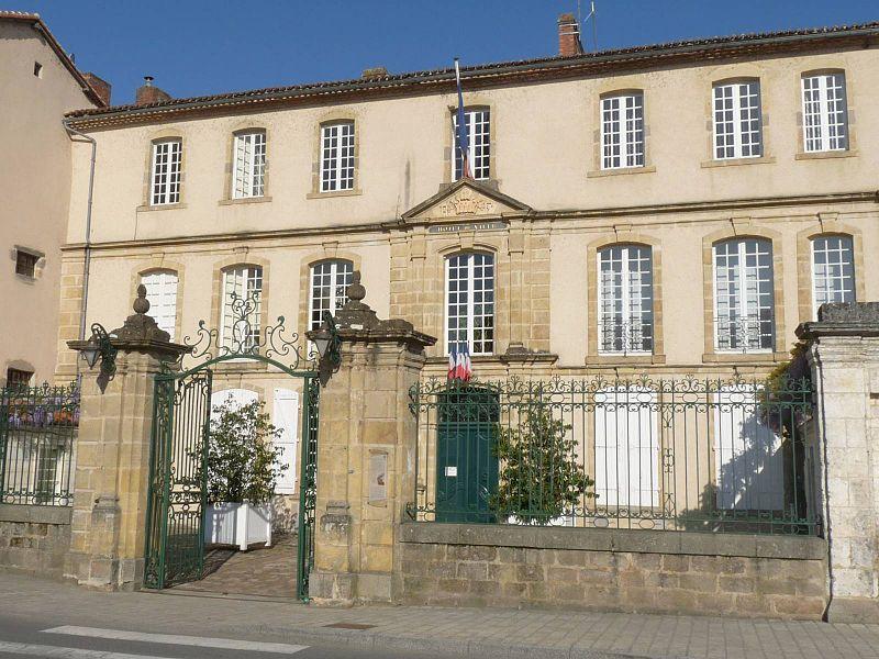Photo du Monument Historique Ancien hôtel Dassier des Brosses situé à Confolens