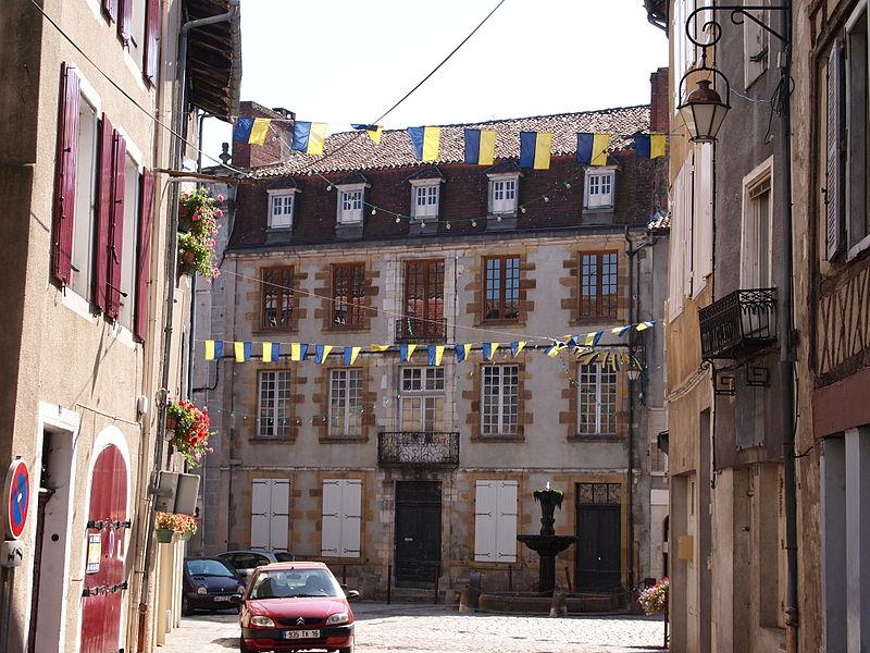 Photo du Monument Historique Immeuble (ancienne sous-préfecture) situé à Confolens
