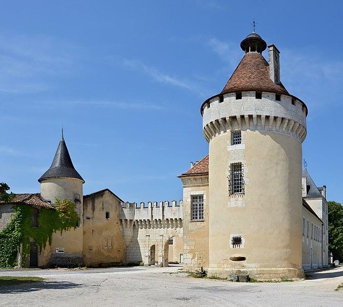 Photo du Monument Historique Château de l'Oisellerie situé à La Couronne