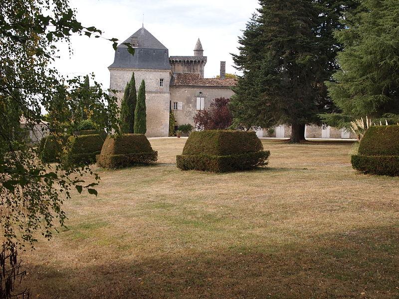 Photo du Monument Historique Château du Pouyaud situé à Dignac