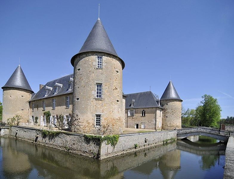 Photo du Monument Historique Château de Rochebrune situé à Etagnac