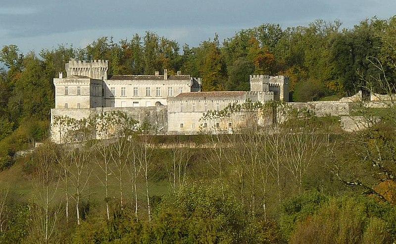 Photo du Monument Historique Château de la Tranchade situé à Garat