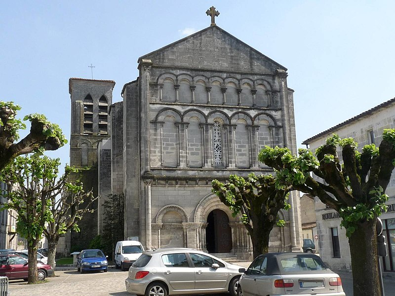 Photo du Monument Historique Eglise Saint-Pierre situé à Jarnac