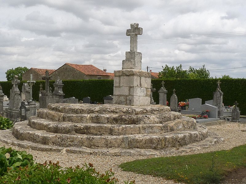 Photo du Monument Historique Croix hosannière situé à Ligné