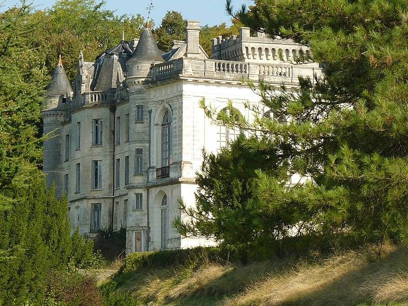 Photo du Monument Historique Château de la Mercerie situé à Magnac-Lavalette-Villars