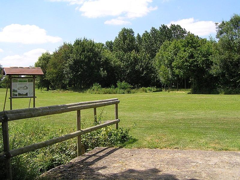 Photo du Monument Historique Tumulus et camp situé à Les Métairies