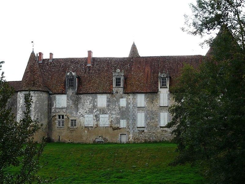 Photo du Monument Historique Château de Ferrières situé à Montbron