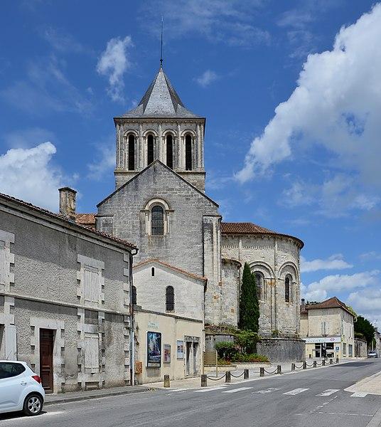 Photo du Monument Historique Eglise Saint-Denis situé à Montmoreau-Saint-Cybard