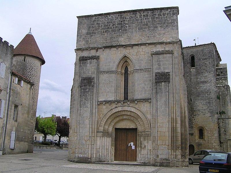 Photo du Monument Historique Eglise Saint-Pierre situé à Nersac