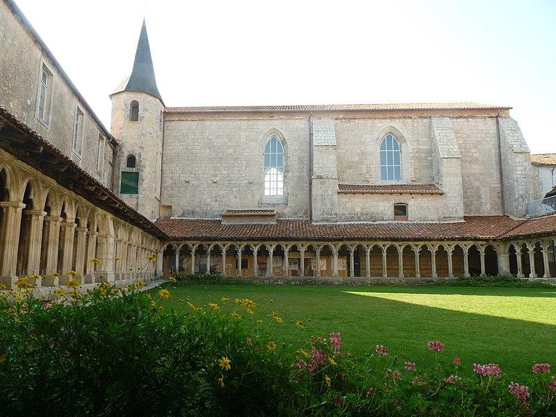 Photo du Monument Historique Couvent des Carmes situé à Rochefoucauld (La)