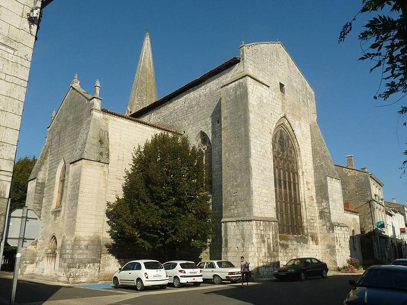 Photo du Monument Historique Eglise Saint-Cybard situé à Rochefoucauld (La)