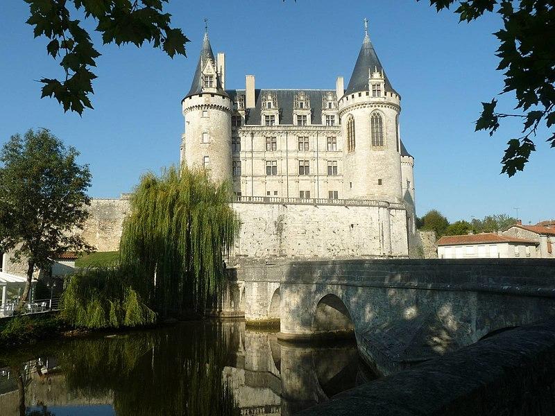 Photo du Monument Historique Pont dit du Château de La Rochefoucauld situé à La Rochefoucauld