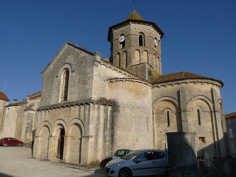 Photo du Monument Historique Eglise Saint-Pierre situé à Rouillac