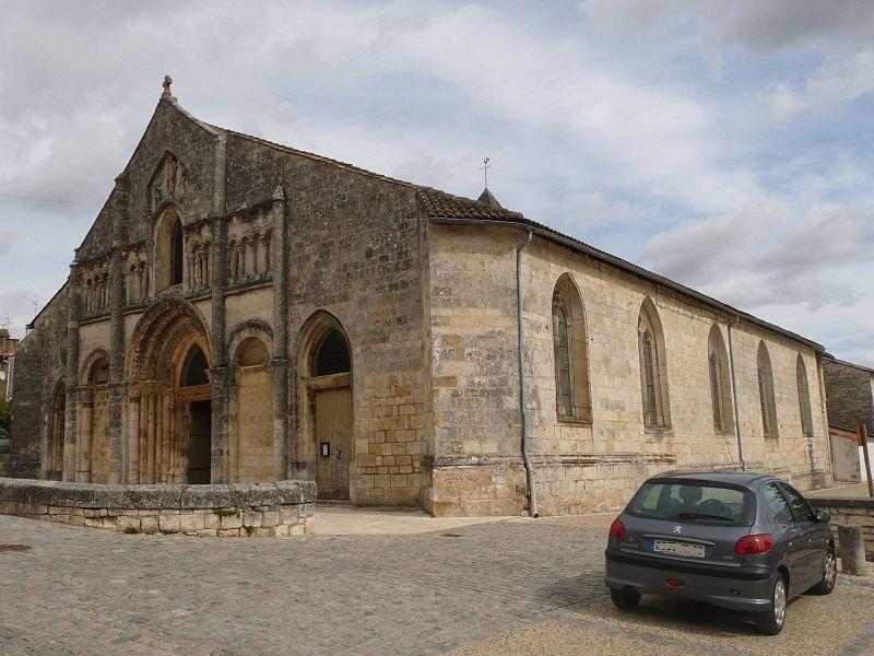 Photo du Monument Historique Eglise Saint-André situé à Ruffec