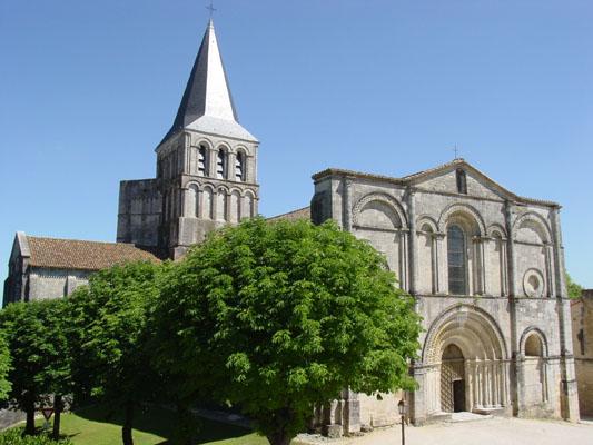 Photo du Monument Historique Eglise abbatiale Saint-Amand situé à Saint-Amant-de-Boixe