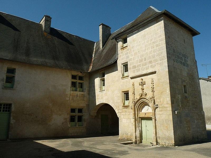 Photo du Monument Historique Logis situé à Saint-Amant-de-Bonnieure