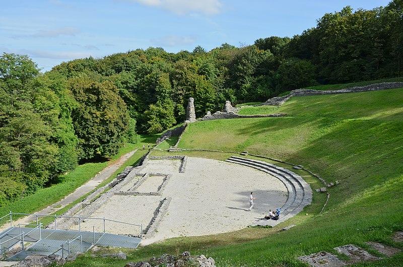 Photo du Monument Historique Théâtre gallo-romain dit des Bouchauds situé à Saint-Cybardeaux