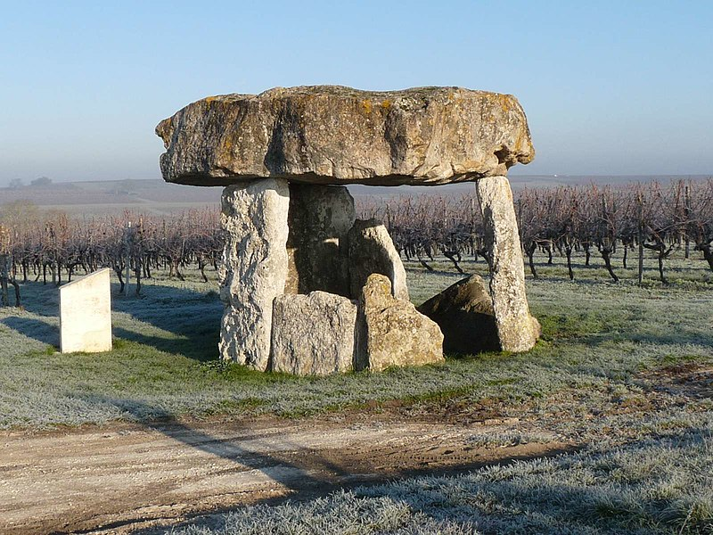 Photo du Monument Historique Dolmen situé à Saint-Fort-sur-le-Né