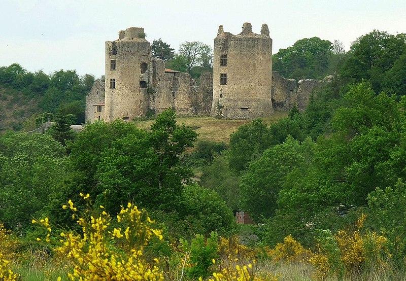 Photo du Monument Historique Ruines du château situé à Saint-Germain-de-Confolens