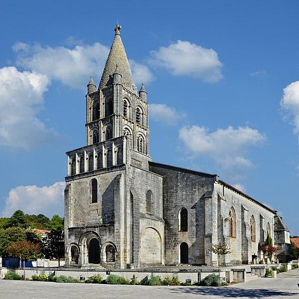 Photo du Monument Historique Eglise saint-Pierre situé à Segonzac