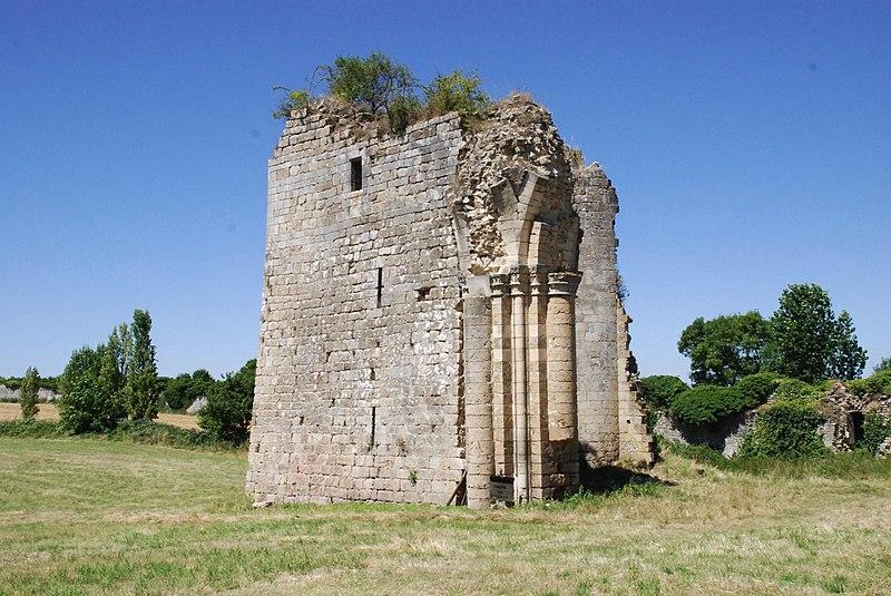 Photo du Monument Historique Abbaye des Dames situé à Tusson