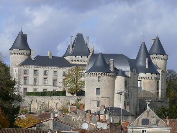 Photo du Monument Historique Château situé à Verteuil-sur-Charente